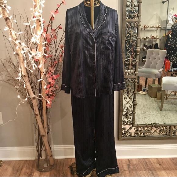 fdbe1c0f753c2 😴🐑 Victoria's Secret Satin Pajama Set 🐑😴